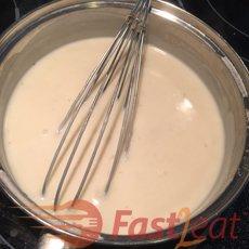 Retire do fogo, misture o creme de leite.