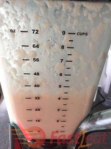 * Nota: Como meu liquidificador é um Ninja com 3 camadas de lâminas e é bastante grande (9 xícaras), misturo tudo. Mas se o seu é muito pequeno com apenas uma camada de lâmina, você precisará dividir em 2 ou mais partes de leite e aipim/mandioca para bater.