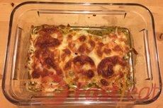 Asse por 30 a 40 minutos ou até o frango estar cozido (não mais rosa no meio) e o queijo derretido e dourado.